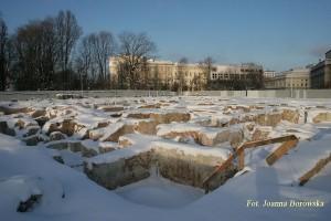 Odkopane piwnice Pałacu Saskiego. Zima.